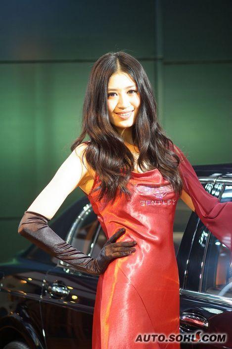 宾利模特图片_宾利美女车模车展实拍_模特图片库_2010