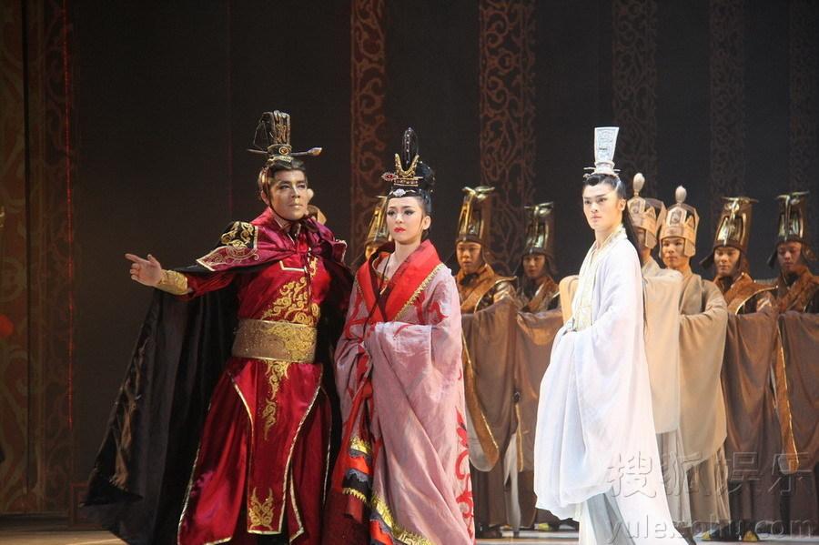 该剧以曹植的《洛神赋》为依托,对曹植、曹丕和甄宓三者关系进
