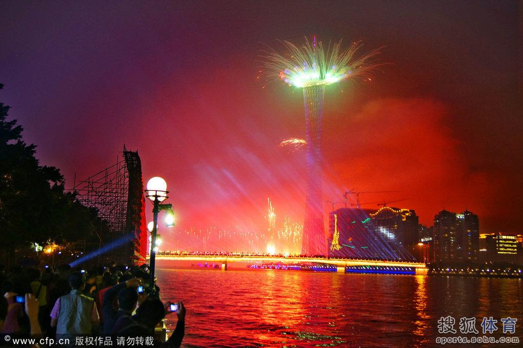 亚运会烟火彩排 灯光璀璨的广州塔