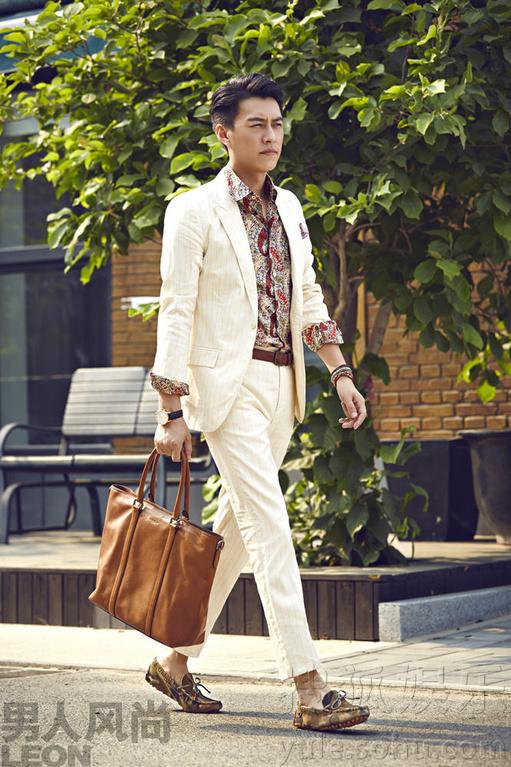 讯 近日,人气演员靳东为《男人风尚》拍摄的一组时尚街拍曝光.