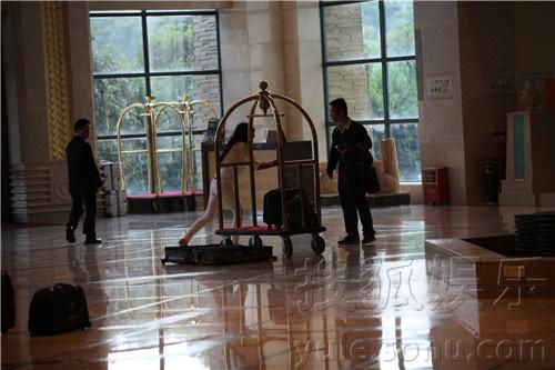 """的真人秀节目《奇迹梦工厂》,日前正上演""""导师训练营""""环节.多"""