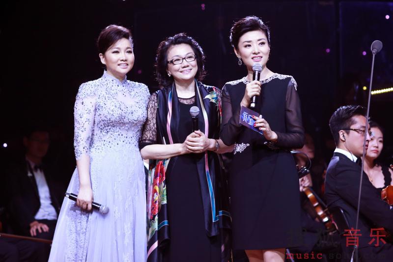 行了完美搭配,刘和刚的《父亲》、金圣权的《怀念战友》为观众带