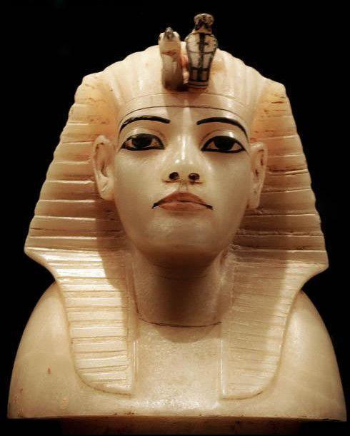 埃及蛇崇拜:古埃及人认为蛇是樊天派遣下来的使者,它能传达凡人图片