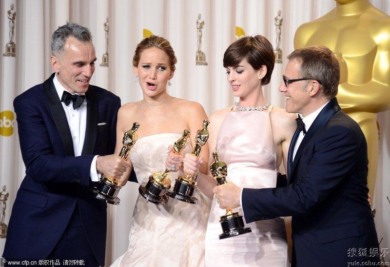 间2月25日,第85届奥斯卡颁奖典礼在美国杜比剧院落幕.李安凭借