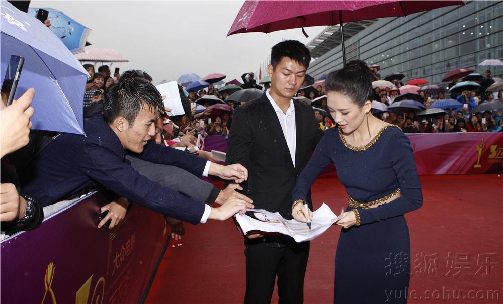 9月27日,第32届大众电影百花奖颁奖礼在中国兰州如期举办,红