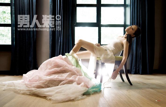 回家的诱惑 秋瓷炫登封面 展示苹果的诱惑