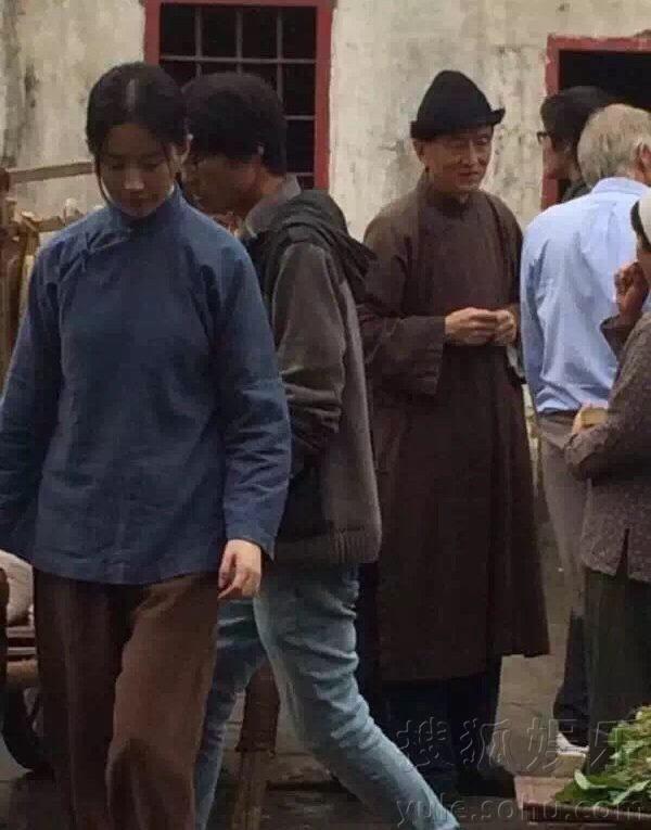 片,疑为拍摄《营救飞虎队》现场.图片中刘亦菲一身解放前贫苦图片