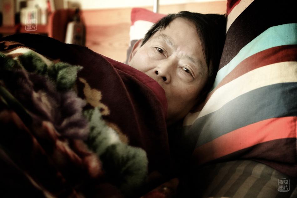 的纪实摄影家,性情中人,文艺兵……而现在,65岁的赵震海更像是
