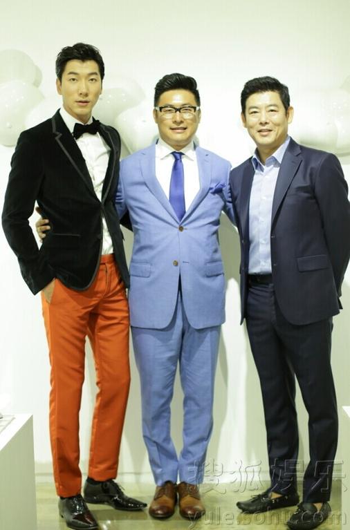 的假期》亮相第19届釜山电影节开幕红毯.-爸爸 萌娃釜山重聚 与成图片
