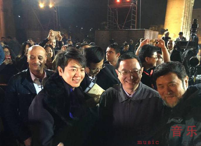 界的中国钢琴家郎朗,与开罗歌剧院节日管弦乐团合作,为大家献上图片