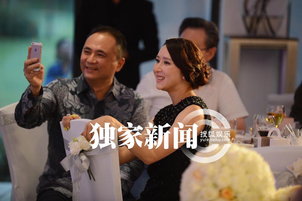 的闺蜜胡静也带着老公一同参加婚礼,现场更是爆料了她与信念