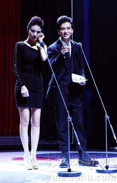 """睿士》主办的""""幕后英雄盛典""""颁奖典礼在北京水立方隆重举行,当"""
