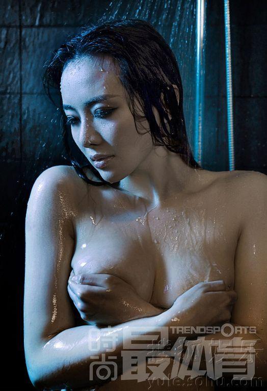 千面美女诠释湿身诱惑