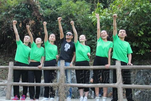 的真人秀节目《奇迹梦工厂》,上周结束五位导师训练营环节.本