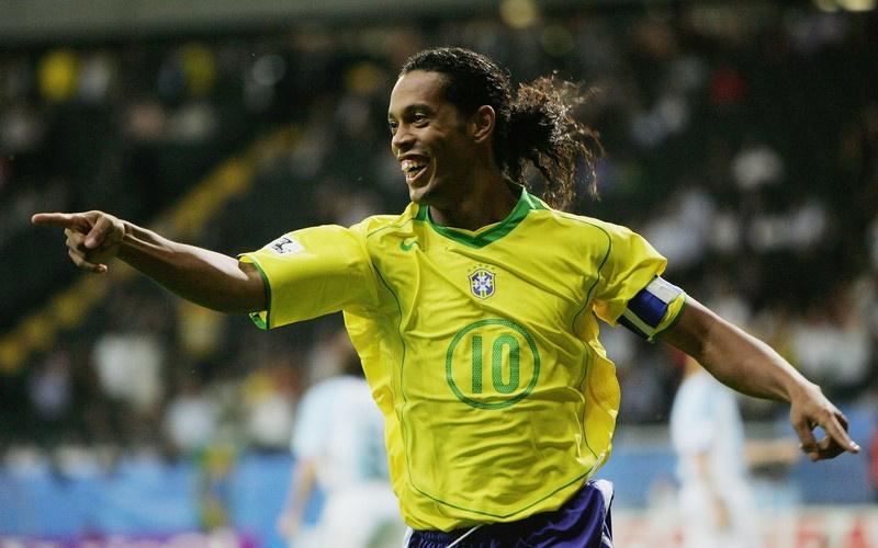 纳尔迪尼奥他是巴西队2002年世界杯冠军成员之一.他在巴塞罗那效图片