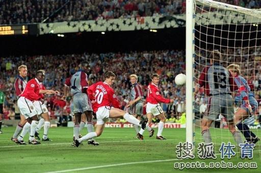 汉姆1999年欧冠决赛在巴塞罗那主场诺坎普球场进行,比赛进行至