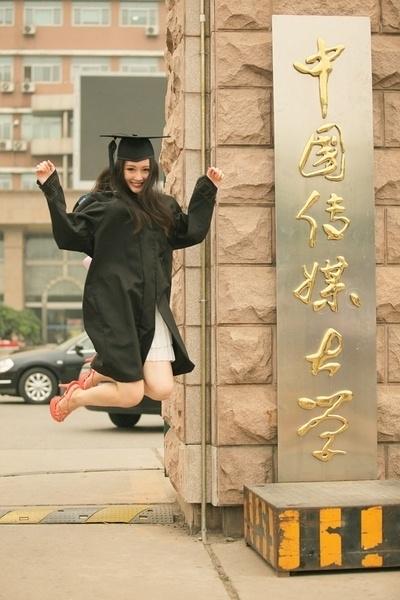中国传媒大学校花清纯毕业照曝光图片