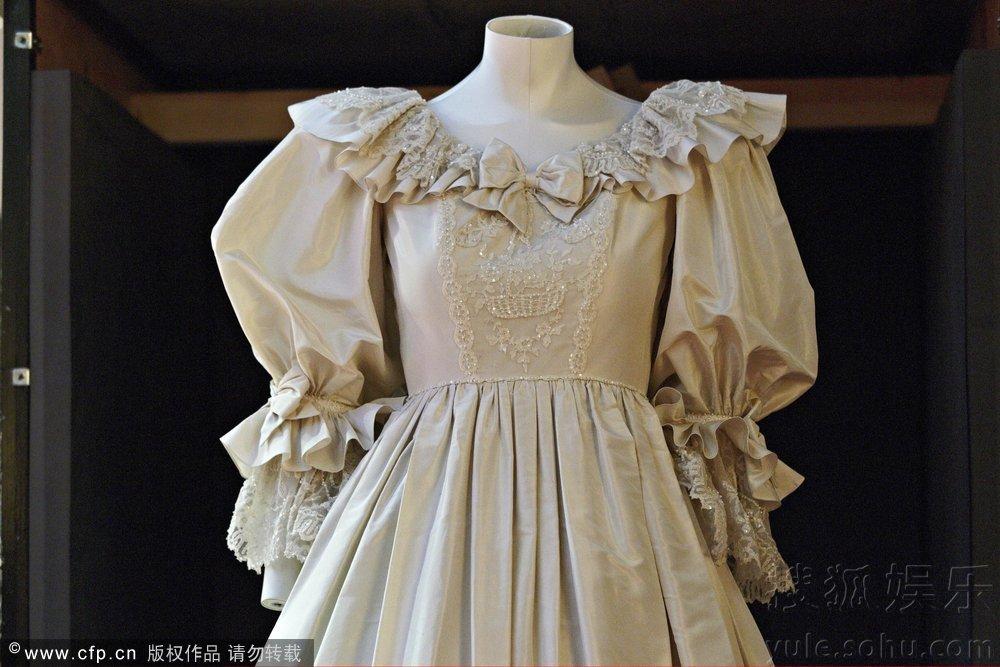 传奇王妃戴安娜婚纱揭幕 象牙色真丝裙梦幻唯美