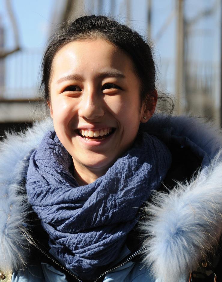 2014年2月9日,北京电影学院2014年招生考试正式开考。据了解,今年北京电影学院10个艺术类本科专业共计划招生513名,与去年持平。在报名的1.8万余考生中,除5077名报考表演专业的学生,1.3万余名考生选择了报考电影幕后专业,占此次报考总人数的73%,比去年增加2个百分点。在各招考专业中,表演依旧为热门专业,报考人数比去年增加10%。