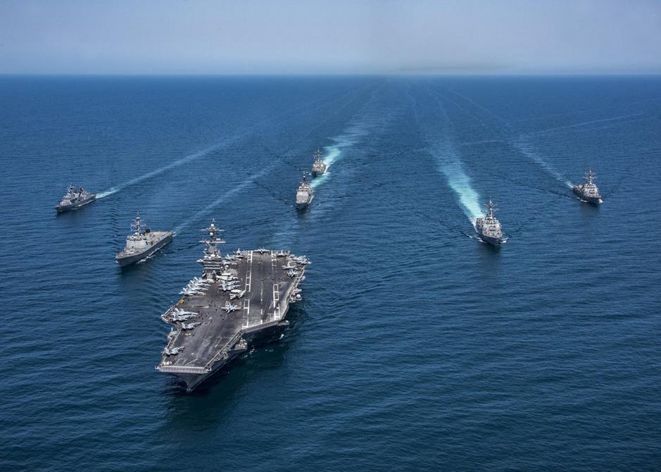 美国航母编队不小心把韩国渔船给撞了