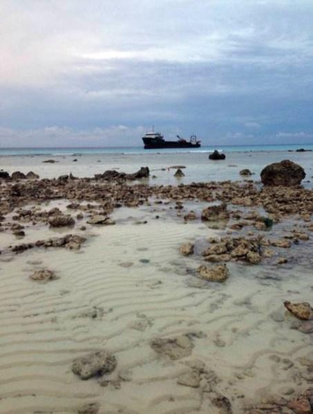 南海华阳礁填海造岛作业现场曝光