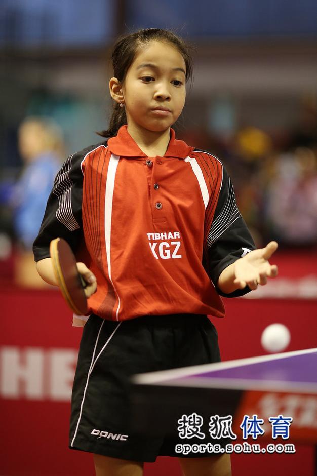 高清:世乒赛11岁小将引关注 小女孩天真又可爱