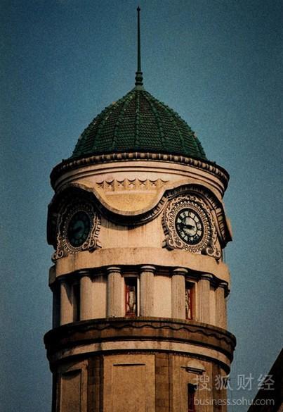 图为火车站美丽的钟楼