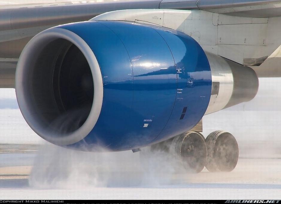 这是由于喷气式飞机的发动机在启动时转速持续加快时