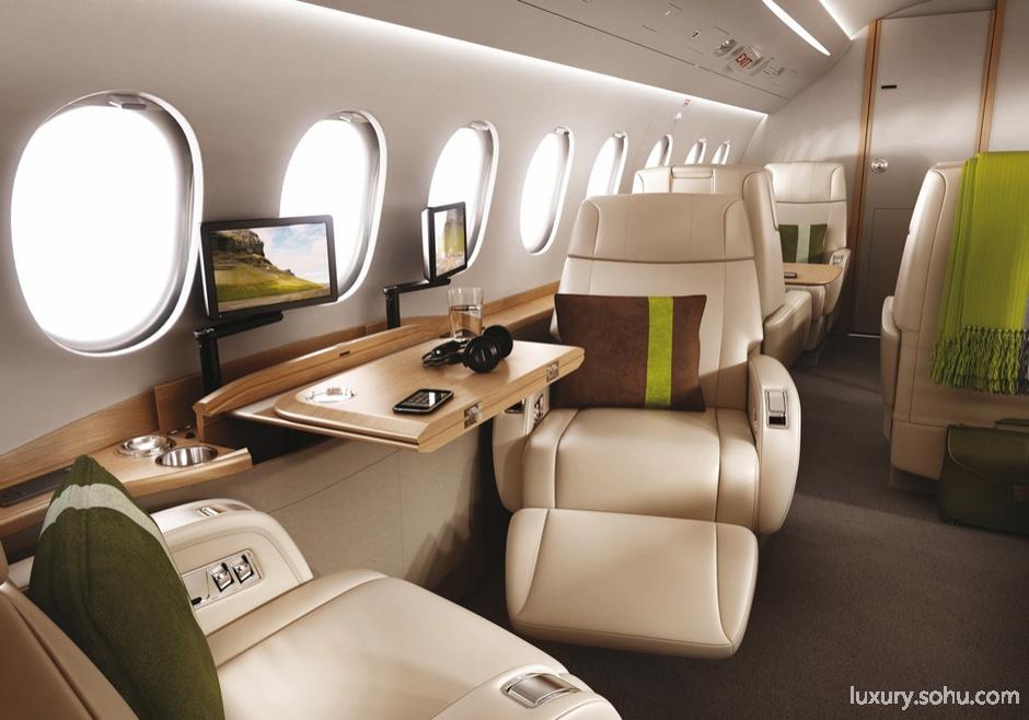 飞机达索猎鹰2000 该机型可容纳2至3人机组