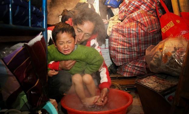图片故事:被捆绑的童年5136608 女人频道图片库