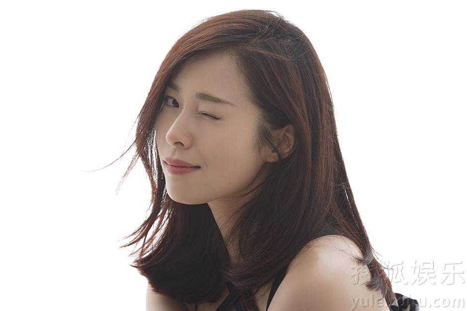 """江一燕""""蜜月""""温度写真 跨界诠释LOVE主题"""