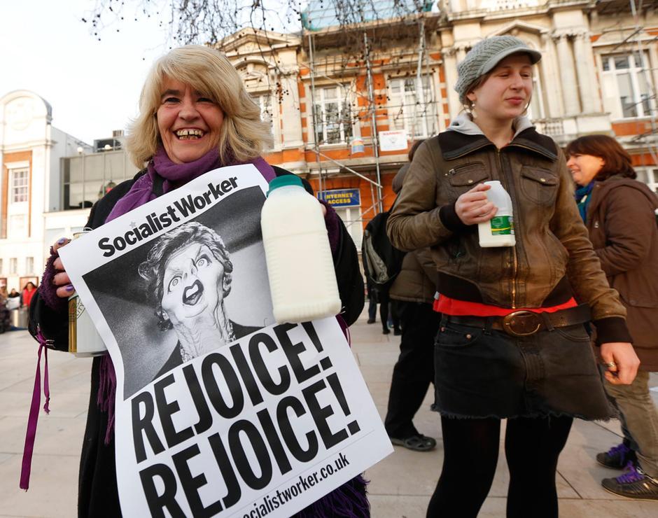 英国部分民众上街庆祝撒切尔死亡 - lvjunjiang - 林夕的博客