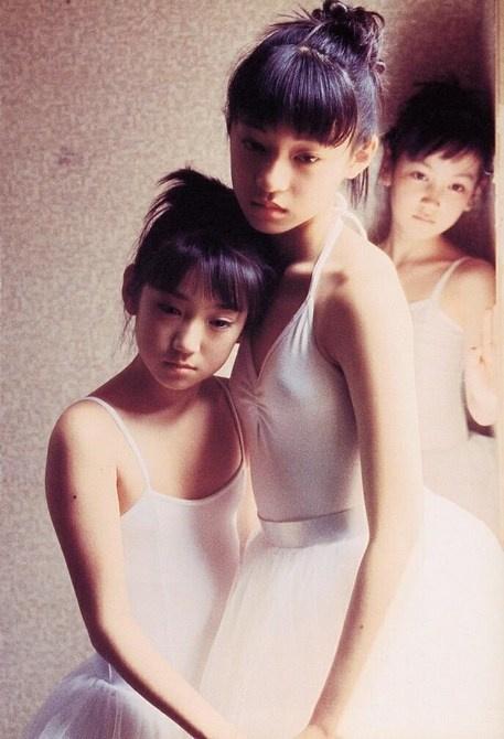 性感裸女扣逼美?_人像摄影:少女馆 1975年,35岁的筱山就开始以裸女及性感