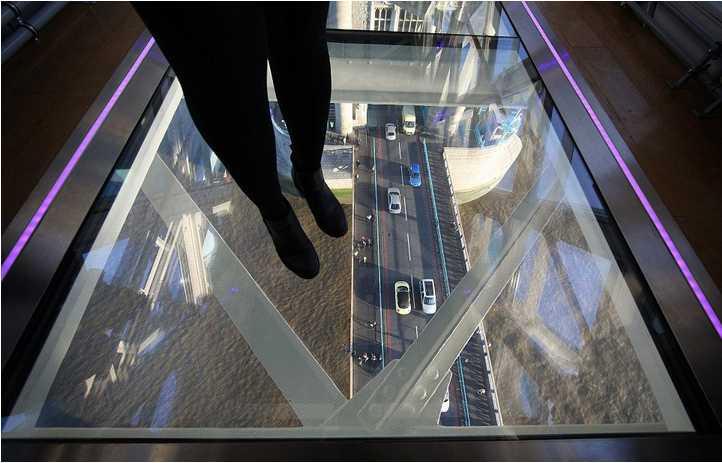 伦敦塔桥装透明玻璃地板 可高空俯瞰泰晤士河