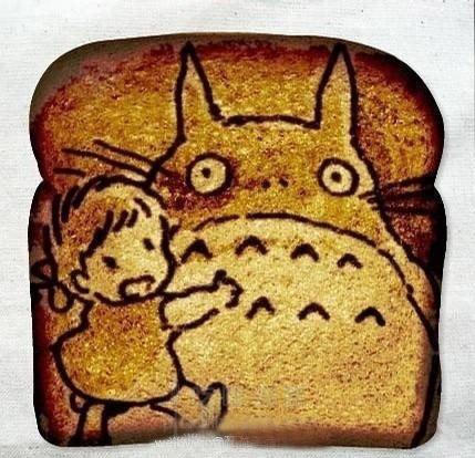 周中英                面包涂鸦 带你回忆童年 龙猫是一种很可爱的