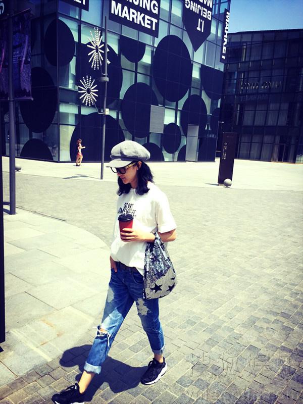 张瑶最新街拍造型有范儿 私服时尚气质佳