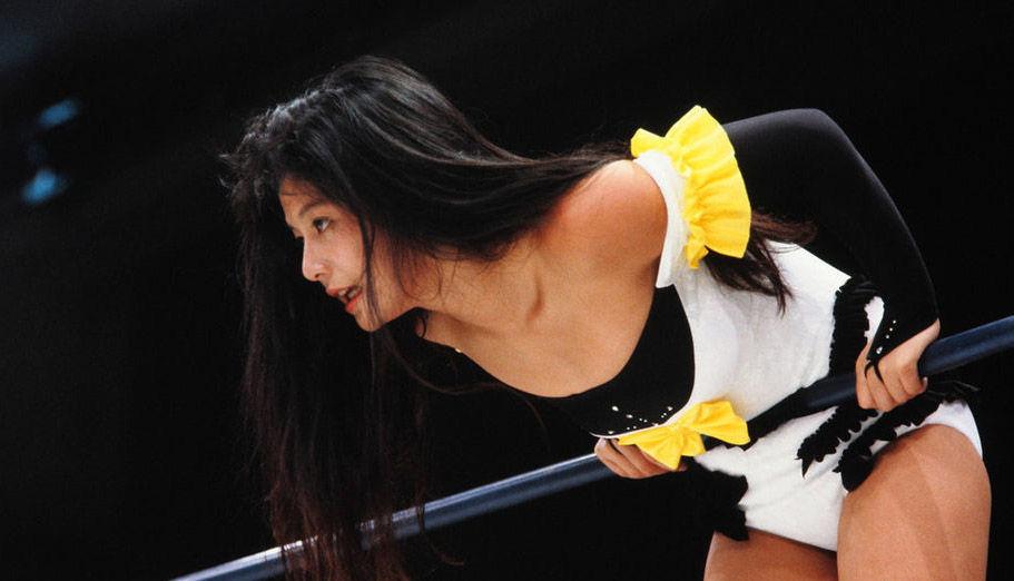 日本美女摔跤:扯头发挖鼻孔场面惨烈5823332