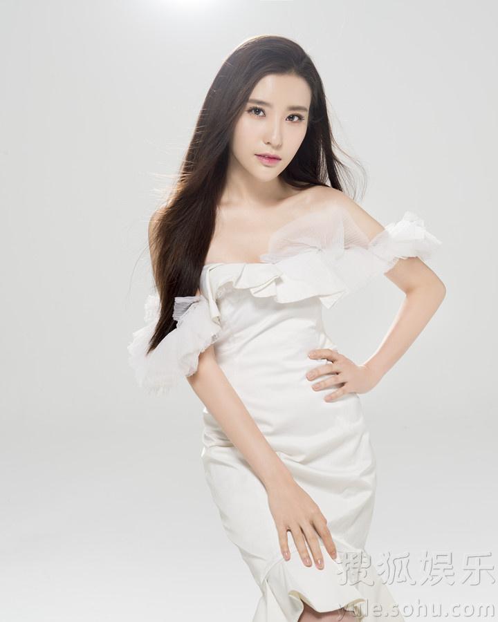 亚洲女嫩鲍_李治政                 鲍天琦写真 搜狐娱乐讯 近日,90后女演员鲍天