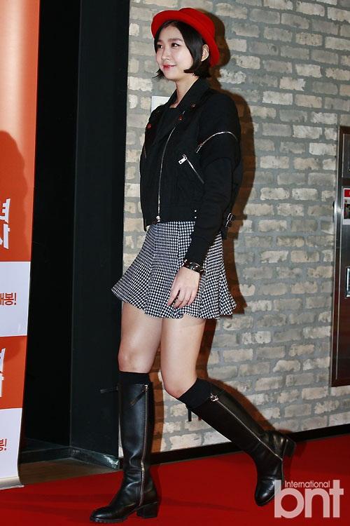 熟�yf�x�_t-ara等众星出席《朝鲜美女三剑客》试映会