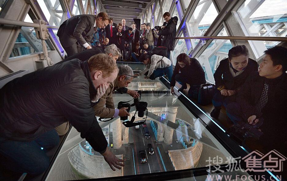 伦敦塔桥玻璃人行道 可俯瞰泰晤士河