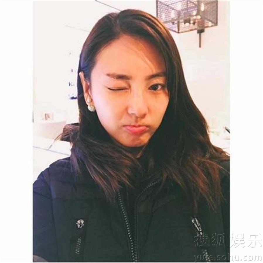 张雨绮自拍可爱卖萌 眨眼放电清纯甜美