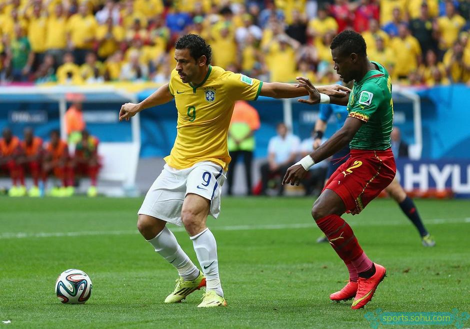 高清图 世界杯巴西队胜喀麦隆 内马尔梅开二度图片