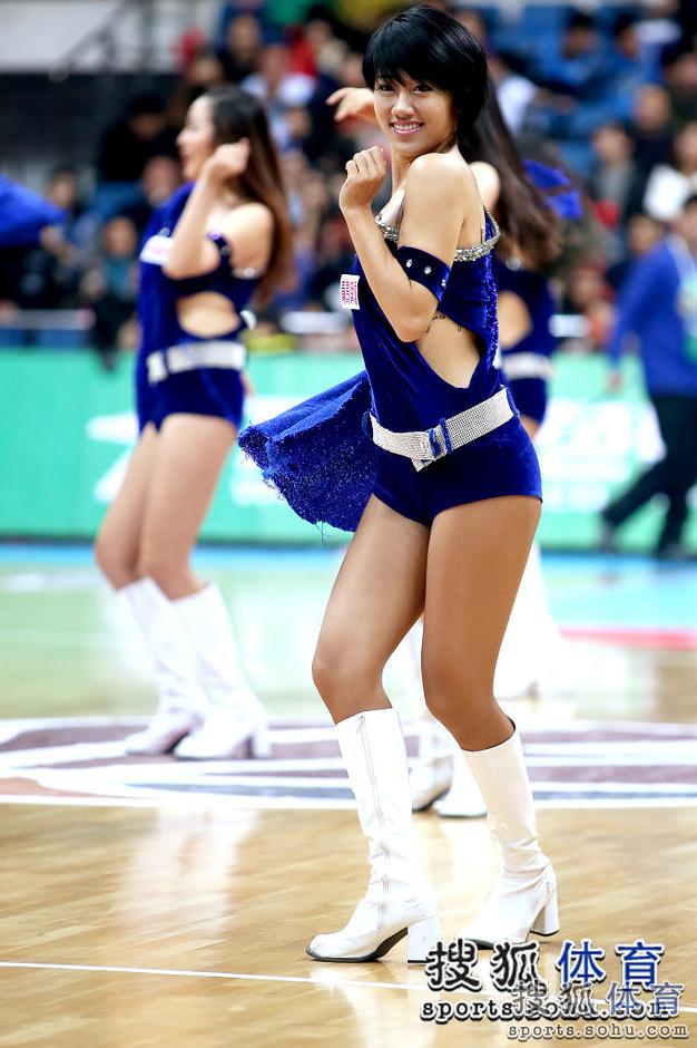 组图:北京篮球宝贝性感热舞 靓丽美女身材修长