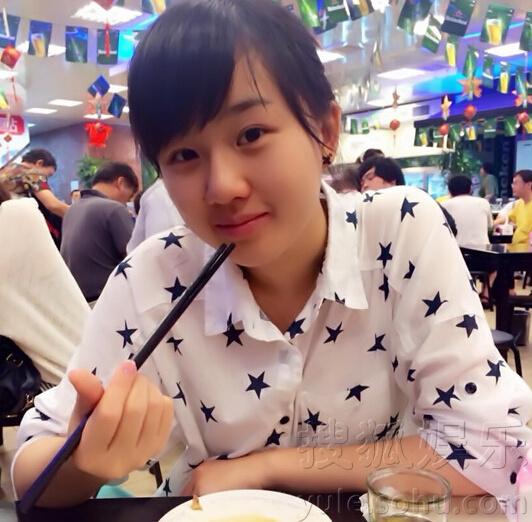孟非18岁女儿近照曝光 皮肤白皙笑容甜美