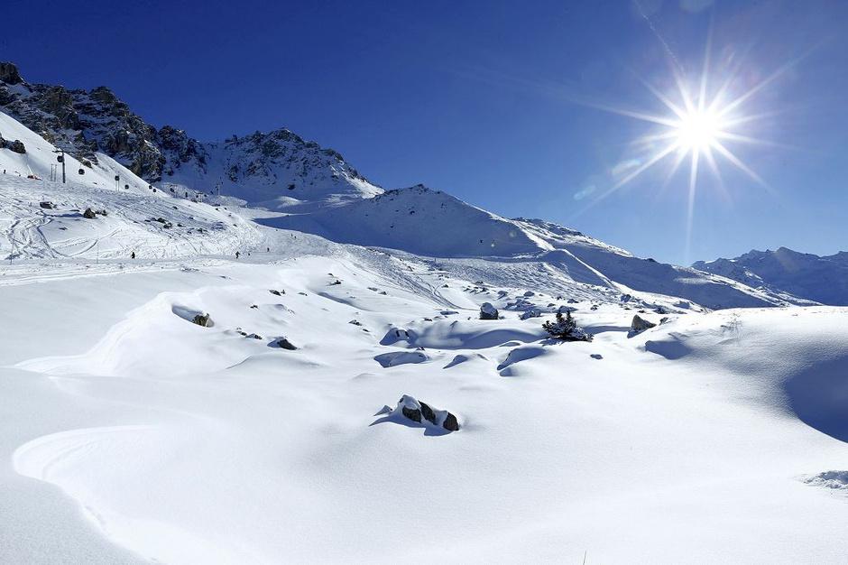 高清:舒马赫滑雪事故地点曝光 滑雪场风景优美