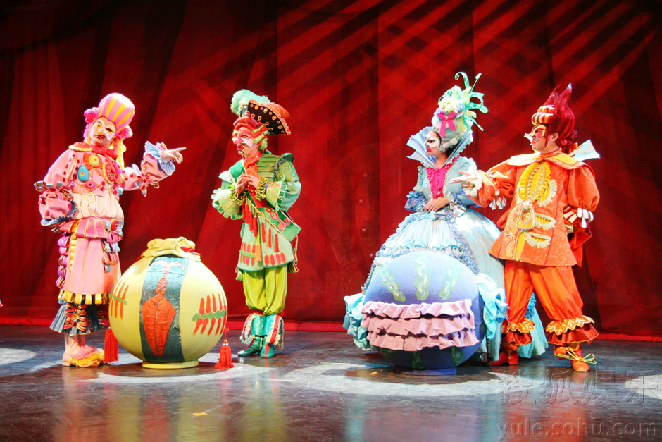 中国木偶剧院《皇帝的新装》演出剧照