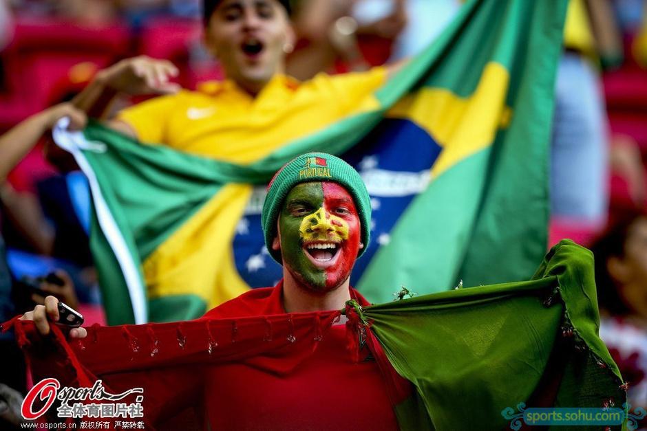 高清图:背水一战 萌娃美女齐助葡萄牙创造奇迹