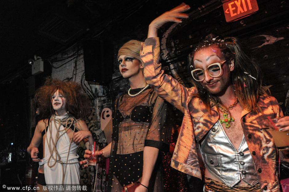 同志办伪娘派对疯狂嚣张 男扮女装似魔鬼皇后