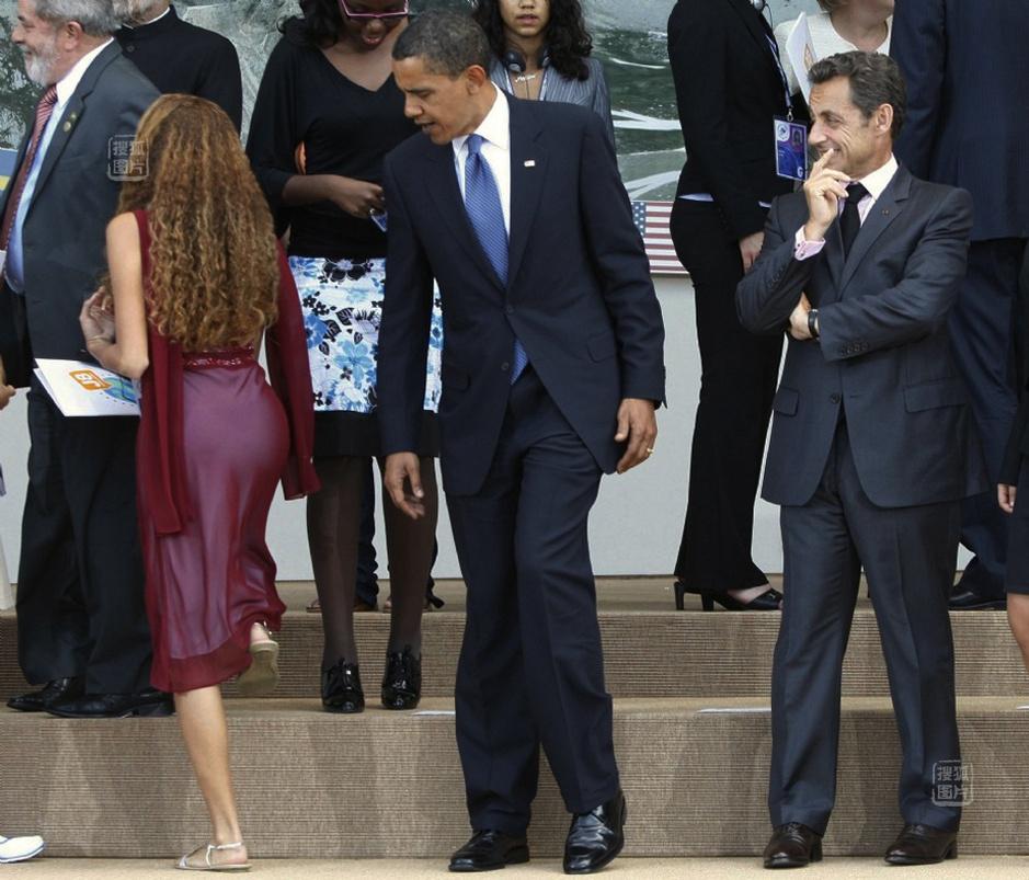 奥巴马偷窥巴西金发美女臀部 暮色苍茫的日