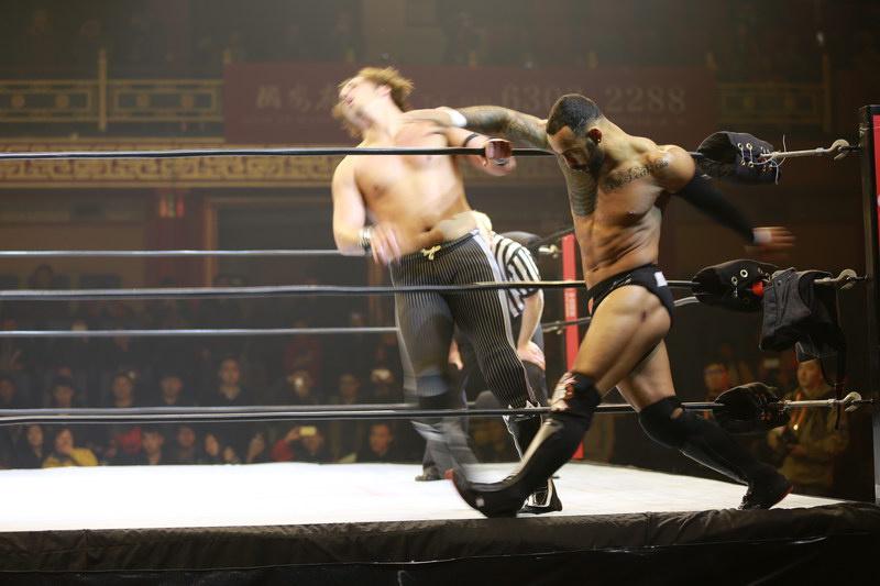 高清图:美国职业摔跤中巡赛